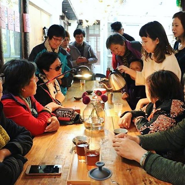 Serving our local community has always been Living Room Coffee's biggest goal, and we are happy to share that we are taking small steps towards this cause every day. Recently, we held a coffee workshop to introduce specialty coffee and brewing to our neighbourhood residents 😊☕️