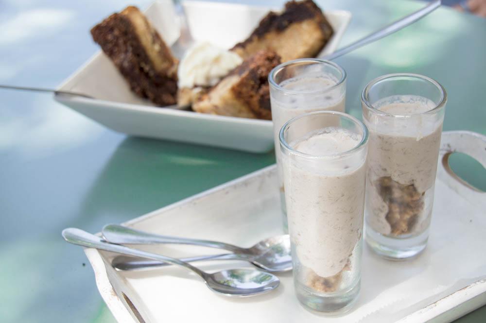Organic baked oats with banana cream at Picnic