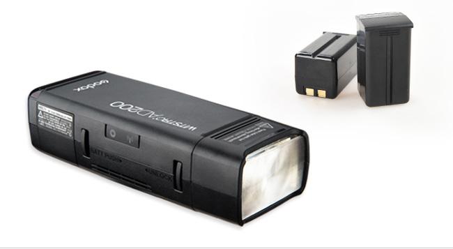 De AD200 heeft een verwisselbare, oplaadbare lithium-ion batterij die tot 400 full power flitsen meegaat.
