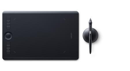 De Intuos Pro lijn van Wacom heeft meer programmeerbare knoppen en een handige touch ring, waarmee je bv. snel kan in- of uitzoomen, of je penseel groter of kleiner kan maken. Zelf werk ik met de Intuos Pro Medium.