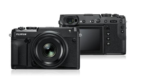 De GFX 50R ziet er uit als een grote X-E3. Hij is breder dan de GFX 50S maar een pak minder diep. Foto © Fujifilm