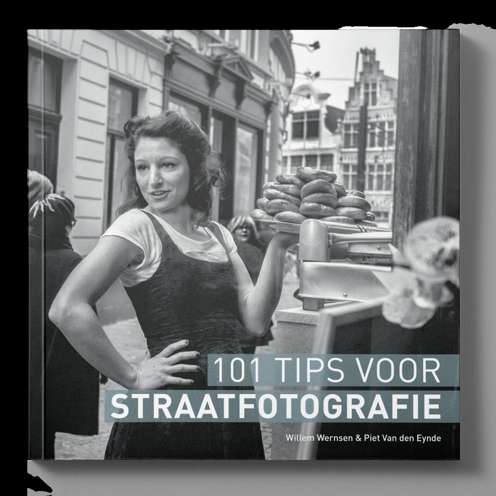 Inbegrepen bij de 'Deluxe Edition': - ✔︎ de gedrukte versie van het boek '101 Tips voor Straatfotografie'✔︎ de ebook-versie van '101 Tips voor Straatfotografie'✔︎ drie video-tutorials (samen méér dan 1 uur) met extra tips en technieken over zwart-wit conversie✔︎ 10 'Creative Street Profiles' voor Lightroom Classic CC: straatwaardig zwart-wit in één klik!