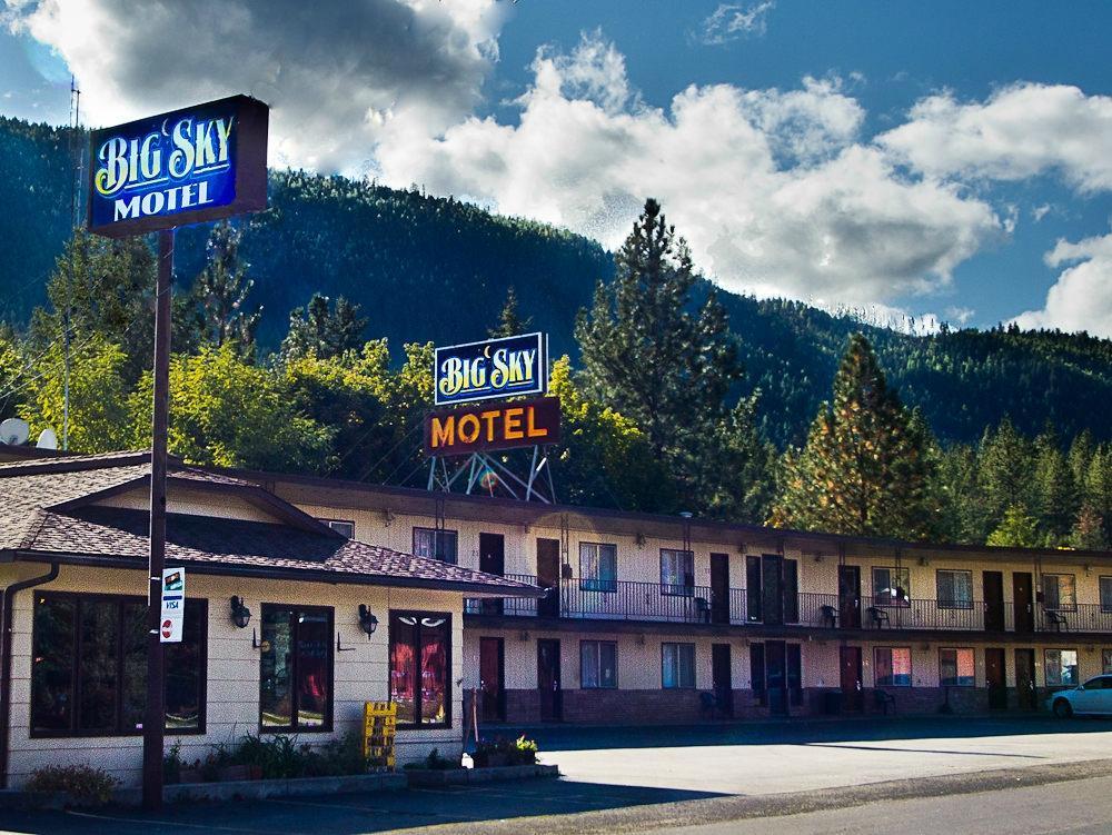 Image Source: https://www.tripadvisor.com/Hotel_Review-g45374-d603400-Reviews-or20-Big_Sky_Motel-Superior_Montana.html