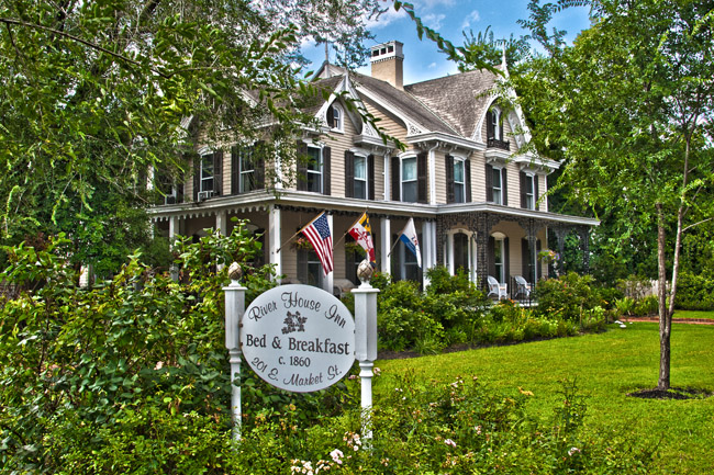 Image Source: http://purpleroofs.com/gay-travel-blog/2017/09/river-house-inn-gay-maryland-bed-breakfast.html