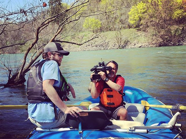 Big shout out to @kxly4news for coming down and interviewing our fearless leader Josh for a segment on whitewater rafting that you can't miss tonight at 6pm on #kxly4news ☀️🛶 #spokaneriver #spokane #spokanesmallbusiness #downtownspokane #airewhitewater #whitewaterrafting  #optoutside #drawntowater