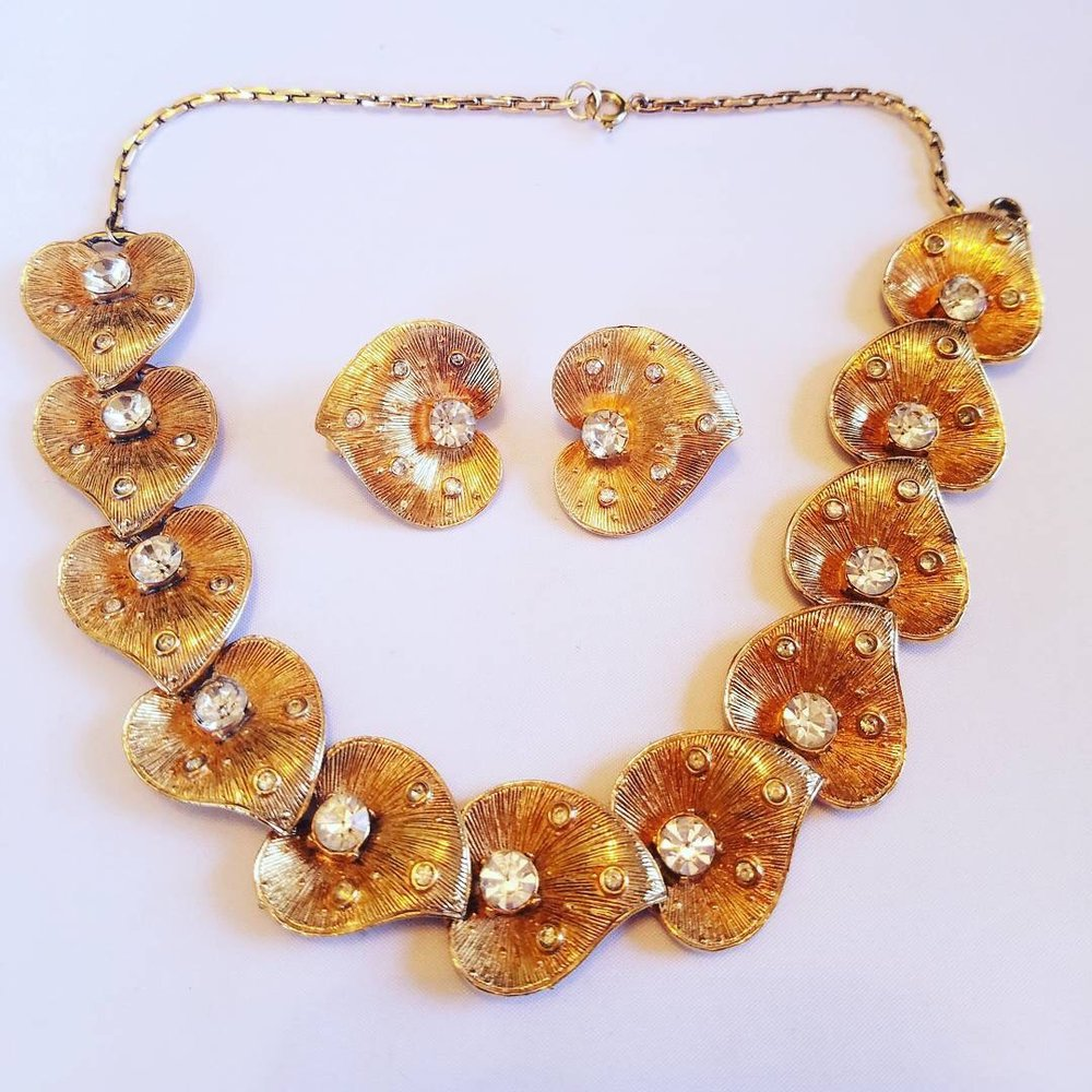Gorgeous vintage gold lily pad necklace and earring set by vintage jewelry lounge