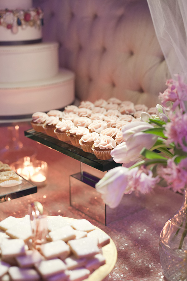 3 Awesome Wedding Dessert Bar Must Haves That Your Guests Will Love