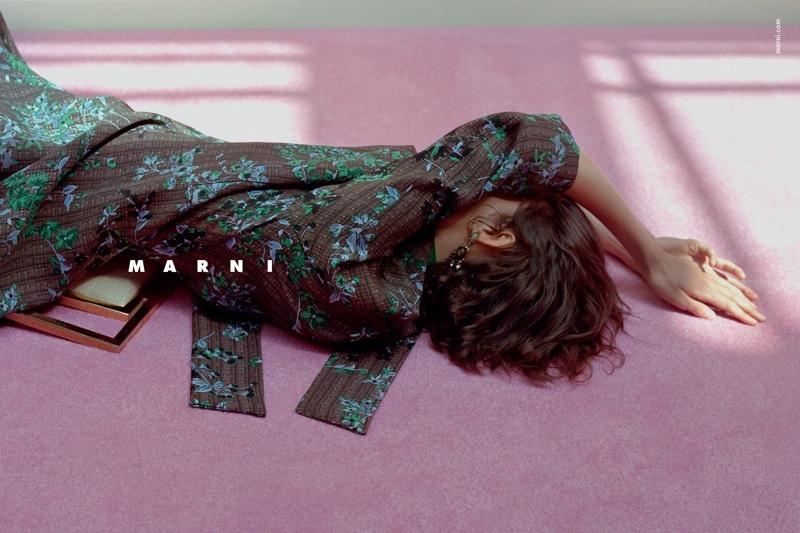 Marni-Fall-2015-Ad-Campaign03-800x1444.jpg