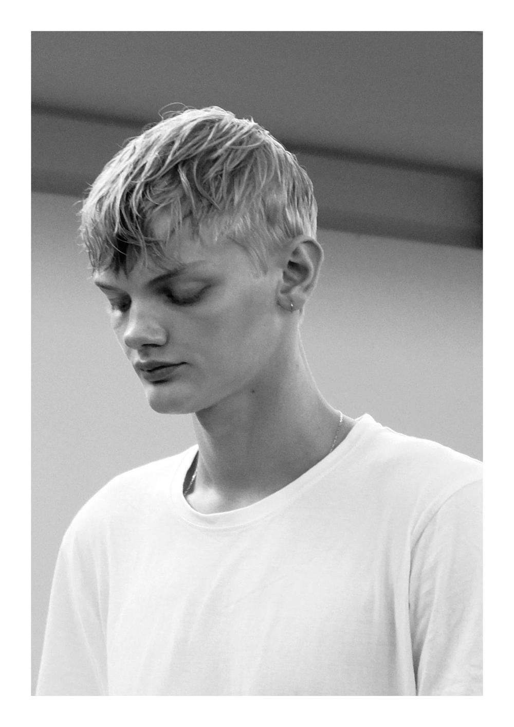 Backstage_SS17_Paris_Lisa_Lapierre_Behind_The_Blinds_01.jpg