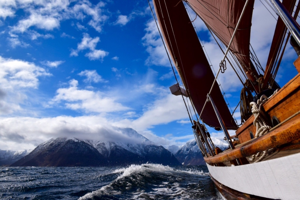 "Colin Archer båten ""Agia Ohio""i Sognefjorden. Foto: Knut Halvor Møgster."