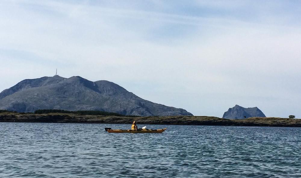 Tilbaketuren tok vi langs Helgelandskysten og ut til Vega.  ©Foto: Bjørnar Eidsmo