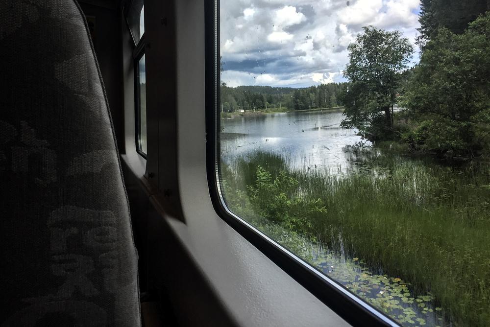 Gjøvikbanen tar meg nordover. Tog er digg.