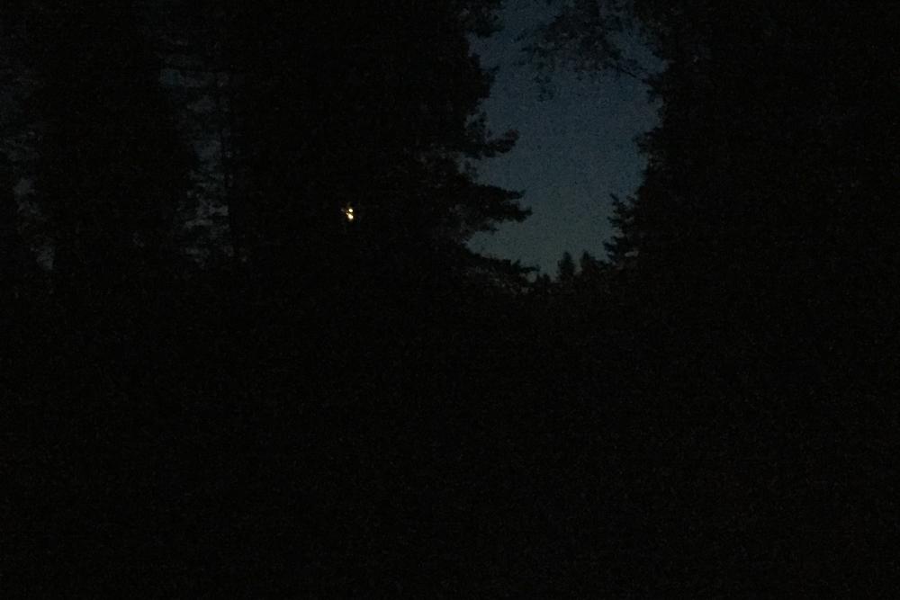 Det lille lyset du ser er månen.