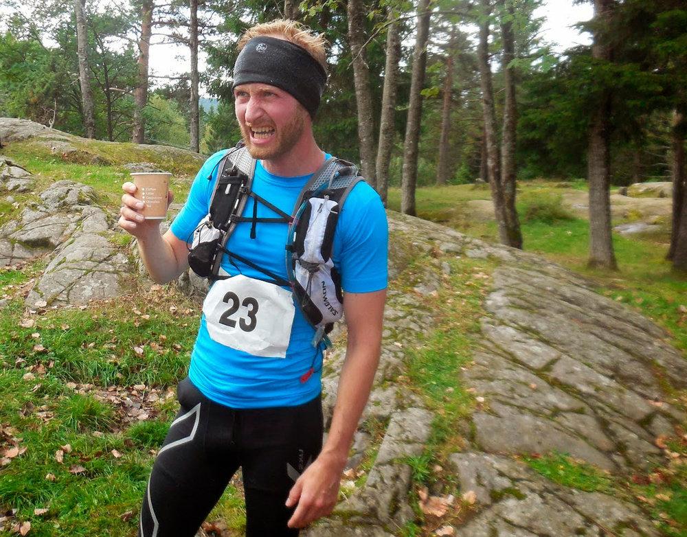 Her er jeg på Vangen etter 22 km i ØTC 2014. Om du syns jeg ser peist ut har du helt rett. Dette var mitt lengste langløp så langt på sti. Erfaringen var at slike løp krever mer trening.
