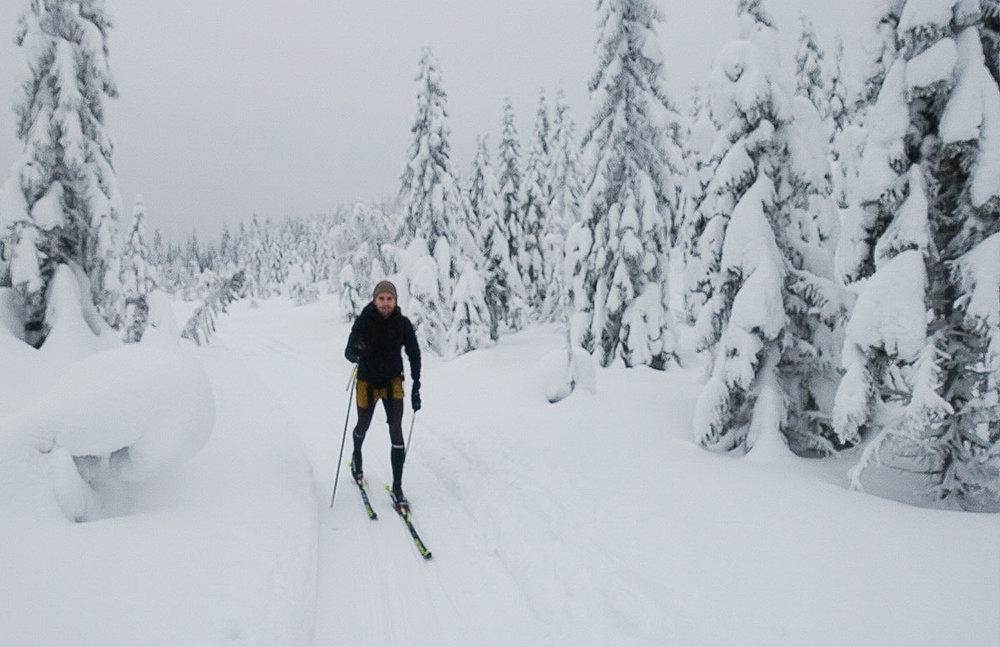 Patrick har ikke gått på ski på mange år. Nå stiller han på en 70 km lang tur. Foto: Bjørnar Eidsmo.