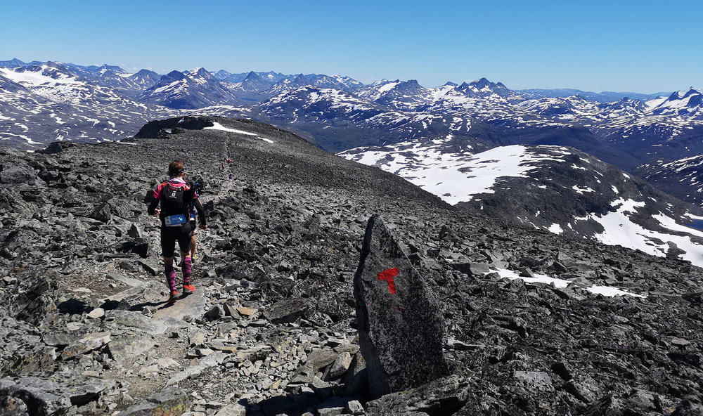 Å se Jotunheimen fra toppen av Fanaråkken gjør løp som Xreid til en storslagen opplevelse. Foto: Bjørnar Eidsmo.