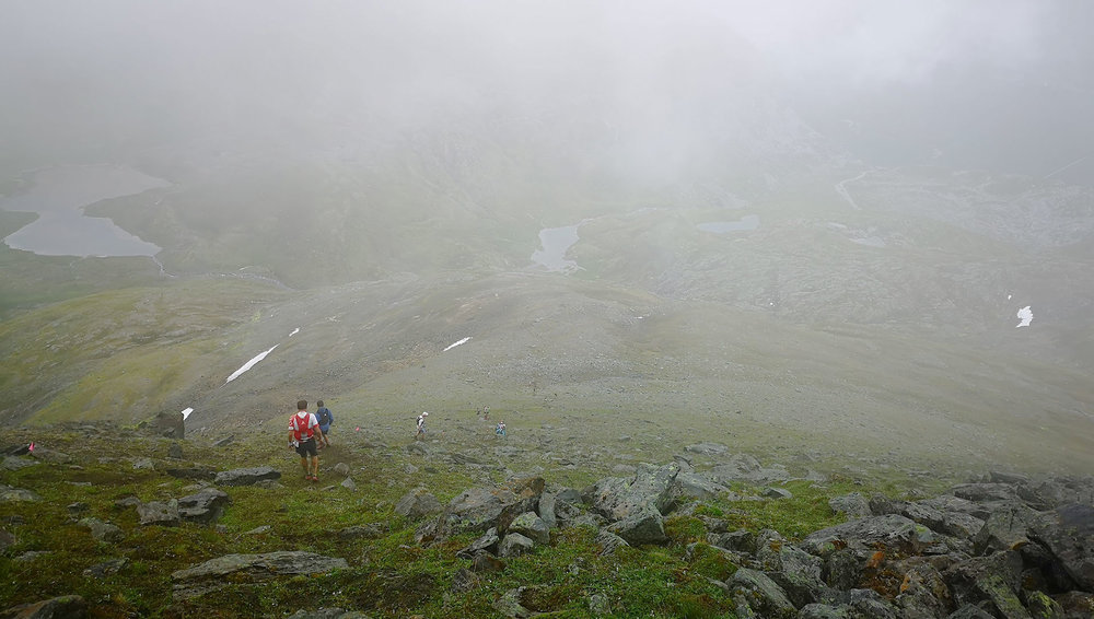 Ned fra Tromsdalstind er det bratt. Foto: Bjørnar Eidsmo.