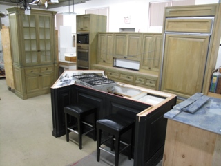 kitchen%20w%20black%20island