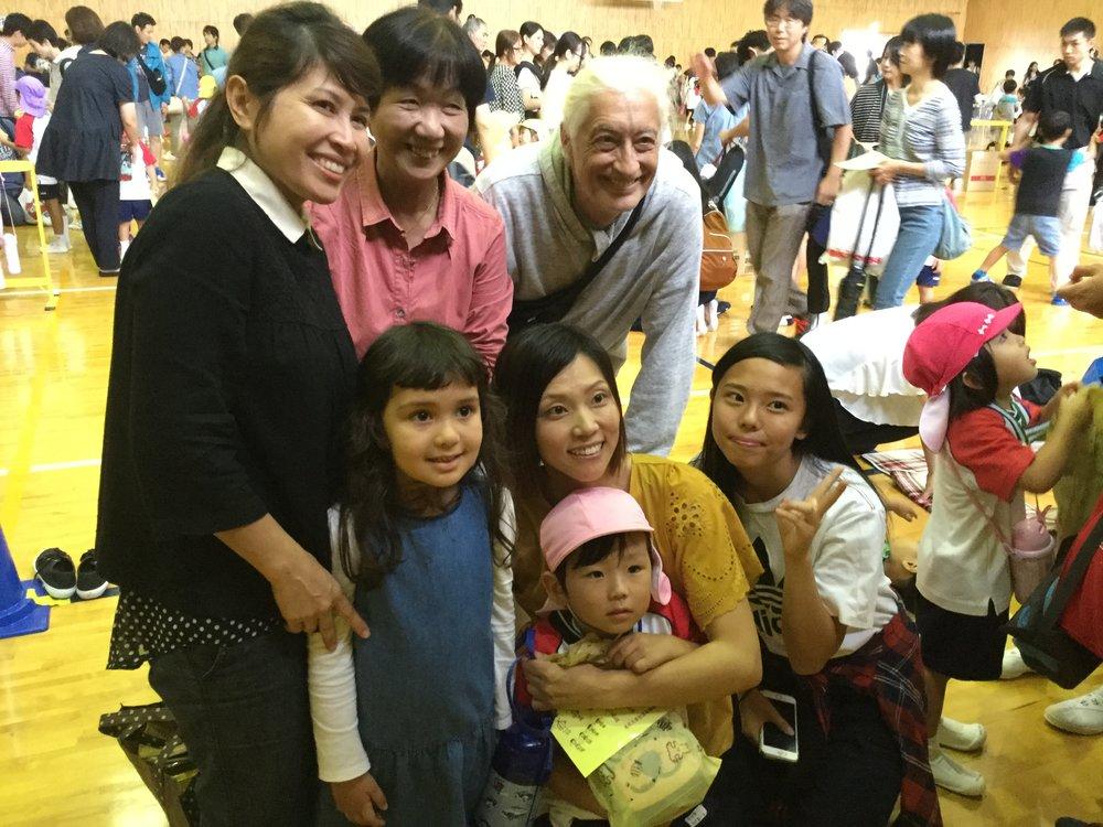 Aito and his fans: back row Jai, Taeko, Dante, front Saiuri, Yoshiko, Kisara.