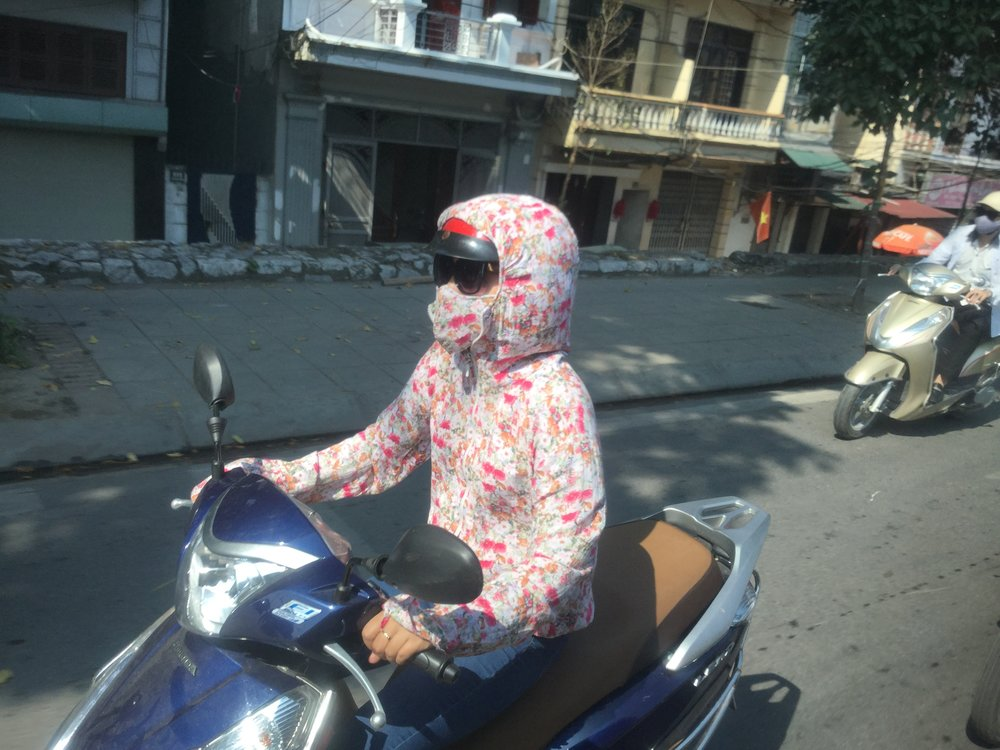Moped fashion: cover every little bit of the body, and wear a mask. Oh and did I say it is close to 30 degrees?