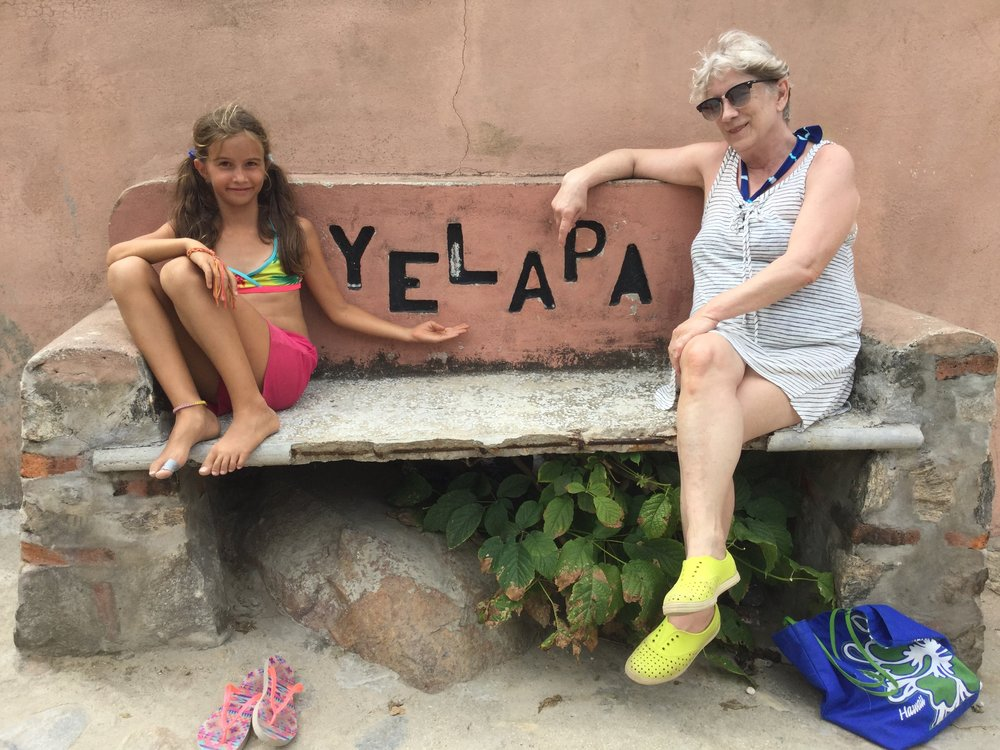 I like this bench and remembered it already from our last visit there. Here Linda and Lili look like tourism promoters!