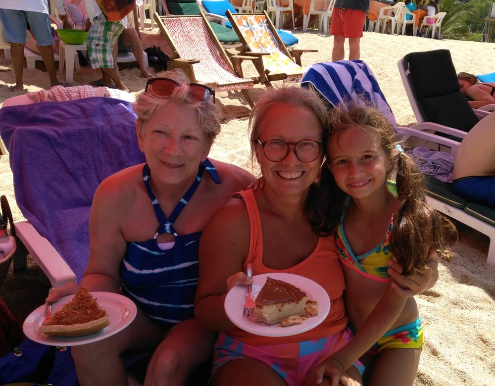 Oohhhh... pie on the beach. What else can one need in life?