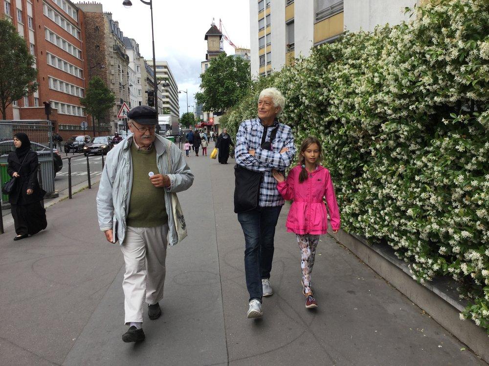 Walking near Hôpital Saint Joseph.