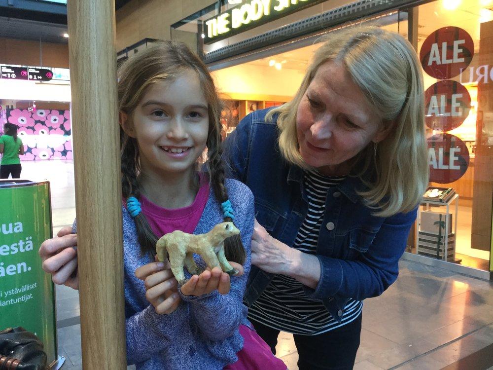 Hei! Heleena tuli meille tuomaan ne valmiit työt - tapasimme Iso Omenassa. Tässä on Lilin kettu!