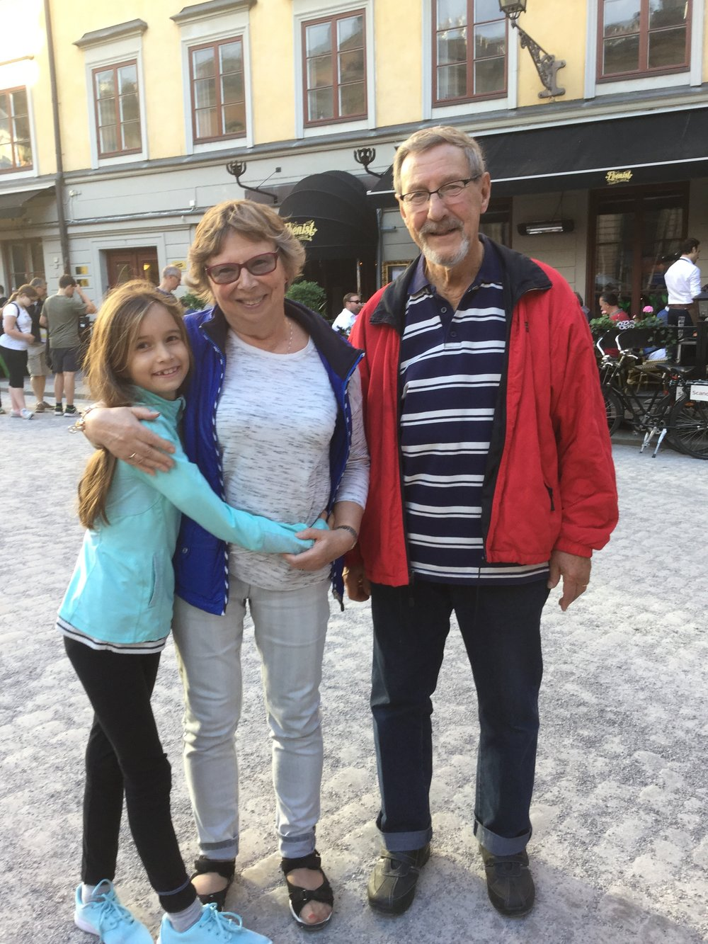 Lili, Kirsti and Pappa Anssi at Stortorget right after the concert. Stortorget (which is actually very small) is Sweden's oldest square.