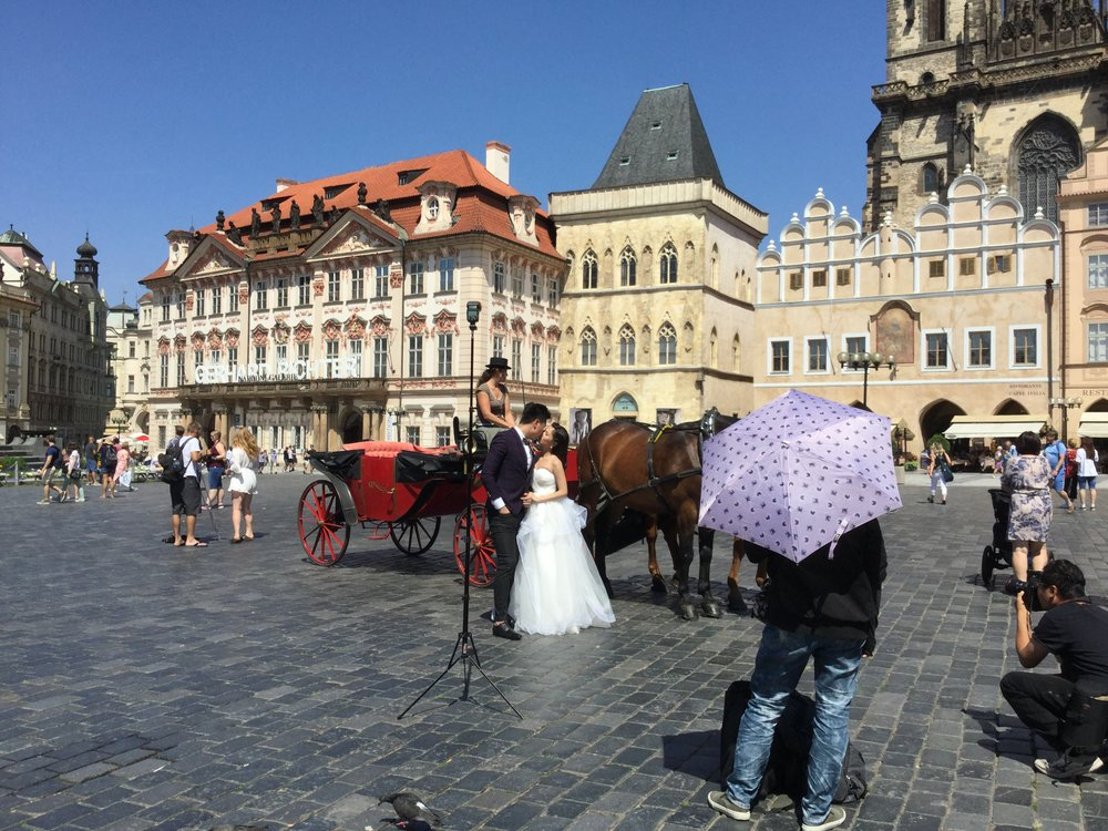 Wedding photos in the Old Town Square.