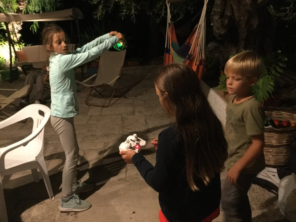 And here some true twenty-first century stuff: the kids (Lili, Viola and Sergio) playing with a drone.