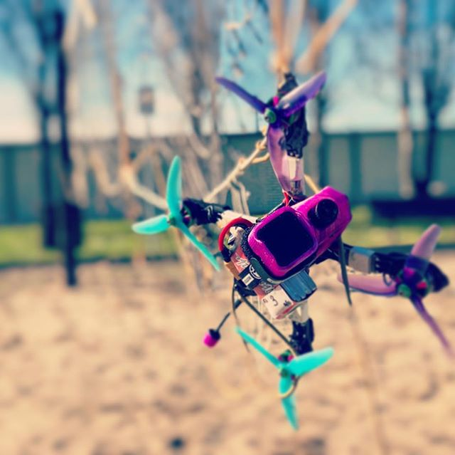 #HANGTIME The #Steeze just finding some time to relax and hang out between packs. #showmewhatyougot #xlabs #fpv #justchillin #drone #droneracing