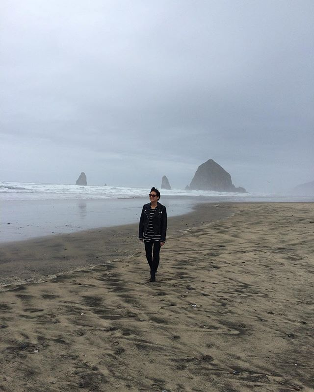 #tbt to my happy place. . . #oregoncoast #oregon #seasideoregon #goonies #heyyouguys #goincoastal #bestcoast #pacificnorthwest #PNW #pacificocean #waves #🌊 #cannonbeach