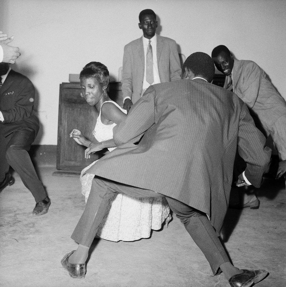 Malick Sidibé, Dansez le Twist, 1965, © Malick Sidibé, Courtesy Galerie MAGNIN-A, Paris