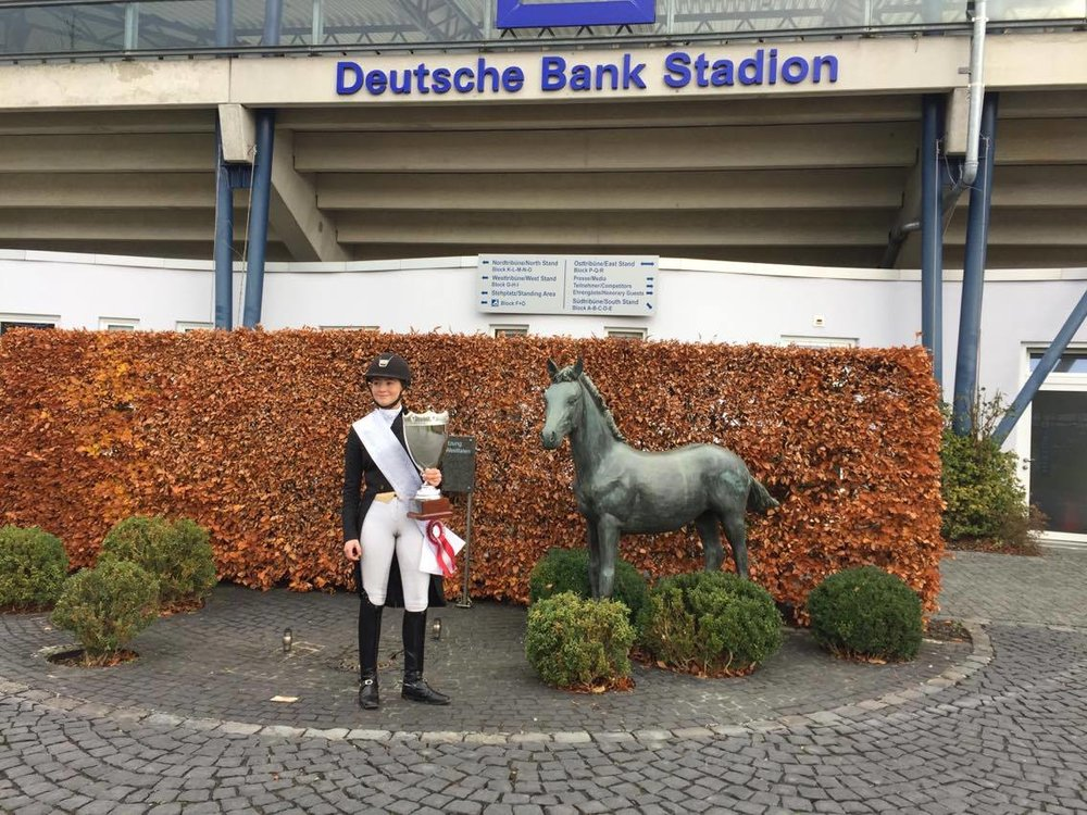 Karoline Rohmann med hendes 1. succes på Deutsche Bank Stadion i Aachen