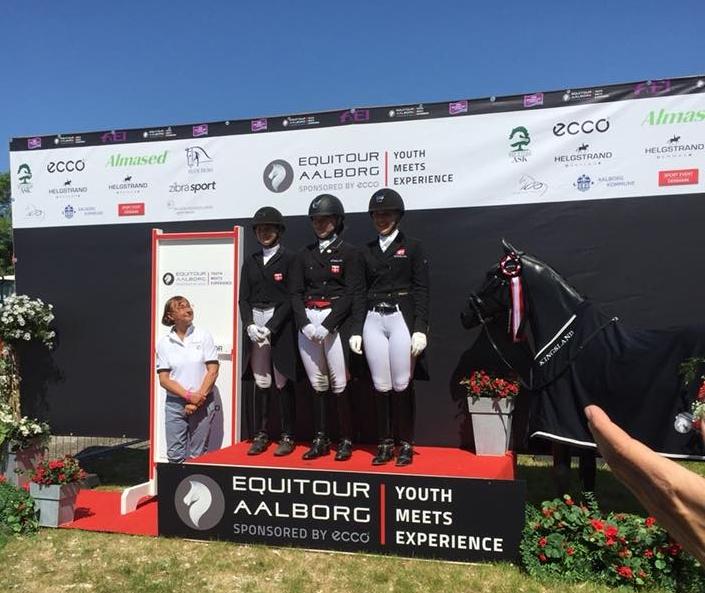 Det danske Youngrider vinder team, Karoline Rohmann, Josefine Hoffmann og Caroline Elsner - photo credit: Dorthe Rohmann