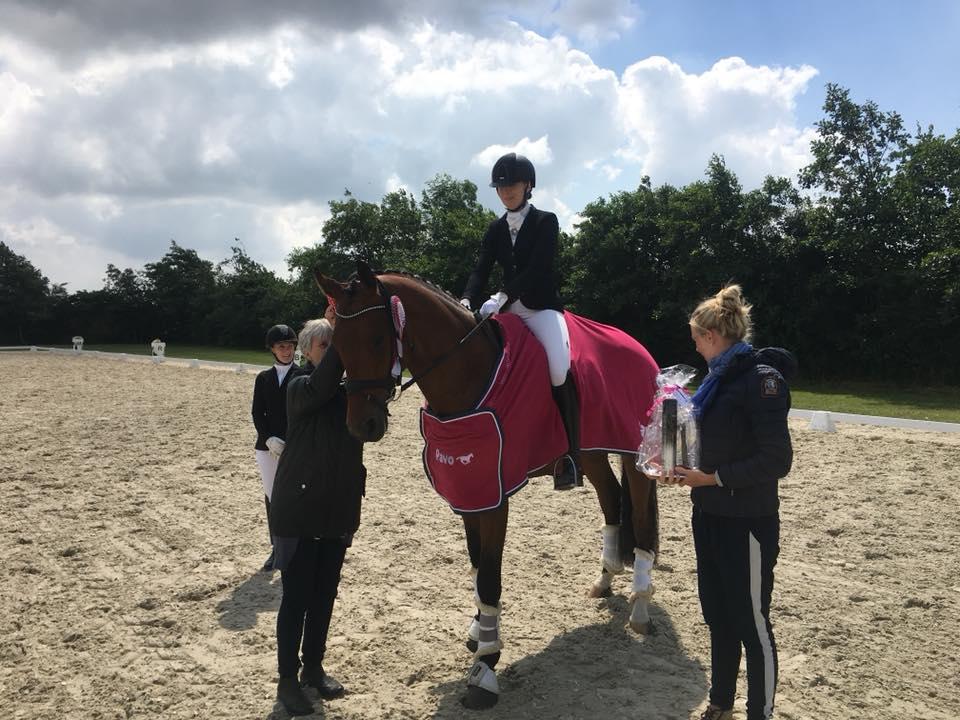 Vinder af 4 års Camilla Ahlers Pedersen med Søgaards Bon Royal e. Bon Bravour / De Noir, ejer: CVL Horses. Privat foto.