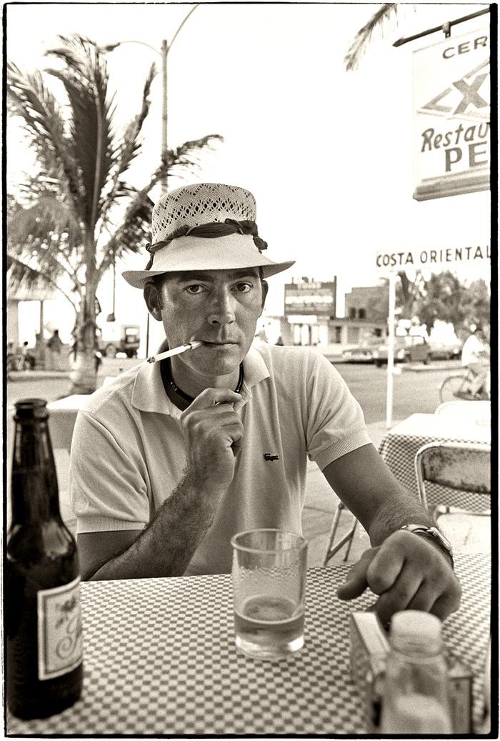 walterblakeknoblock :     Hunter S Thompson at Pepe's Bar.   ( source )