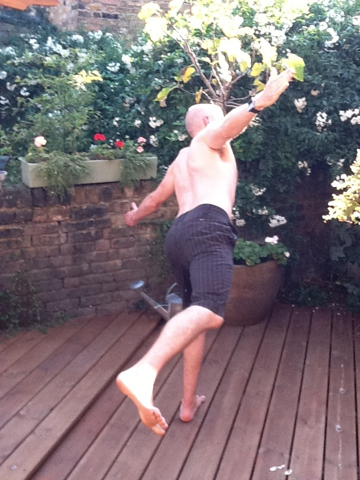 ChiropractorFIN doing his daily FLying Aeroplanes…