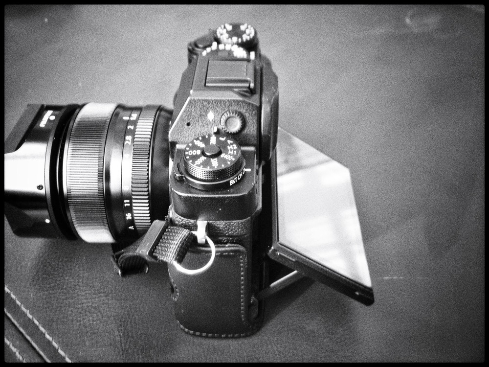 Fuji XT1 comparison tilt screen camera mirrorless upstrap 35mm f,1.4 lightweight electronic shutter