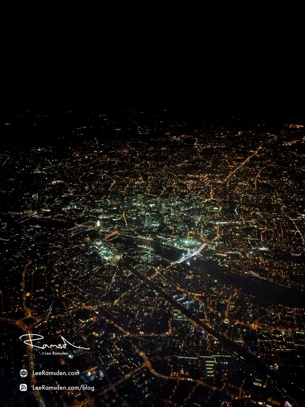iPhone image london river thames iPhone iPhoneography nightscape from a plane lee ramsden