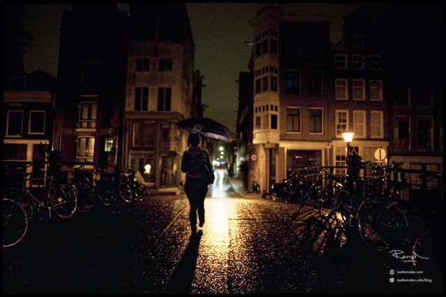 Amsterdam kelly moss lee ramsden www.leeramsden.com umbrella bikes silloette