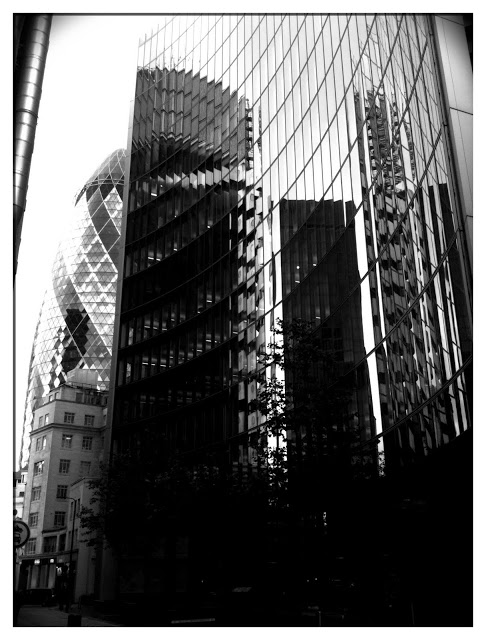 iPhone 3Gs gerkin London city banking
