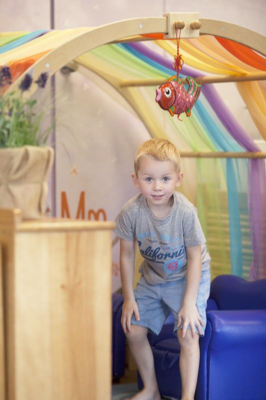 Noah Under Rainbow Arch Cute1087-205.jpg