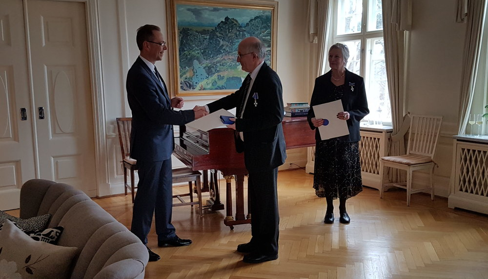 Professor Titlestad receives the Knights cross from Iceland's Ambassador to Norway Hermann Ingólfsson.