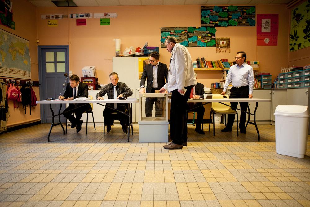 Reportage sur les élections départementales 2015. Bureau de vote n°2 àLoos (59).  Publié dans L'Humanité.