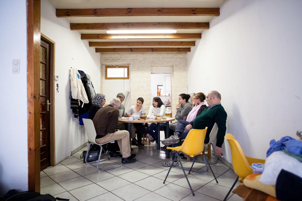 Le vendredi matin, c'est temps de parole. Les bénévoles du Secours Catholique livrent leur ressenti sur la semaine qui vient de s'écouler.  Témoignage Chrétien - 30.10.15