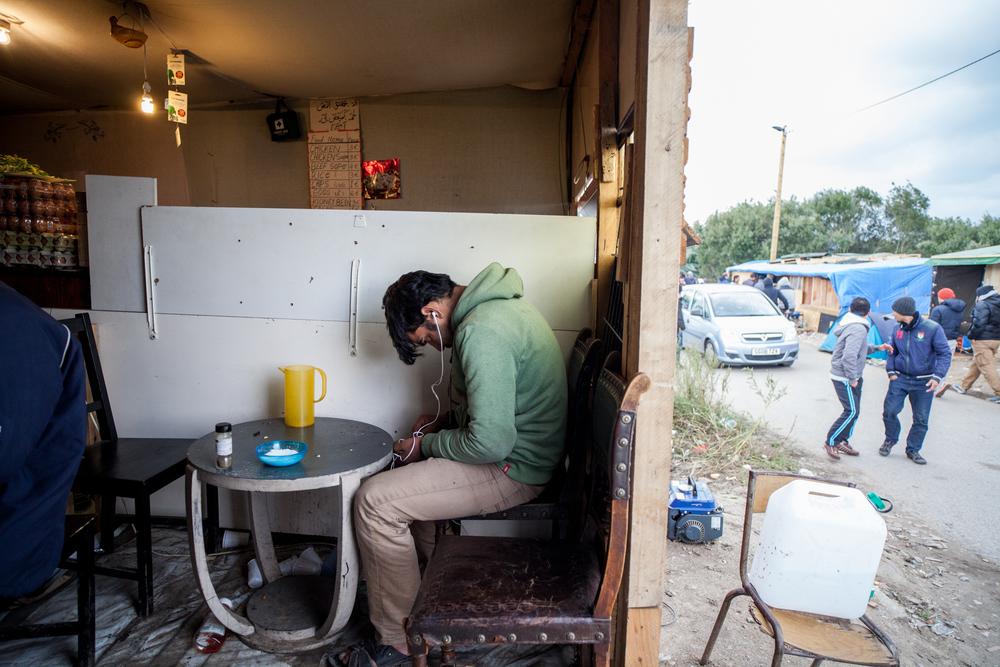 De nombreux cafés et autres échoppes sont aménagés. On peut y boire un thé ou un café.  Le Monde - 13.10.15