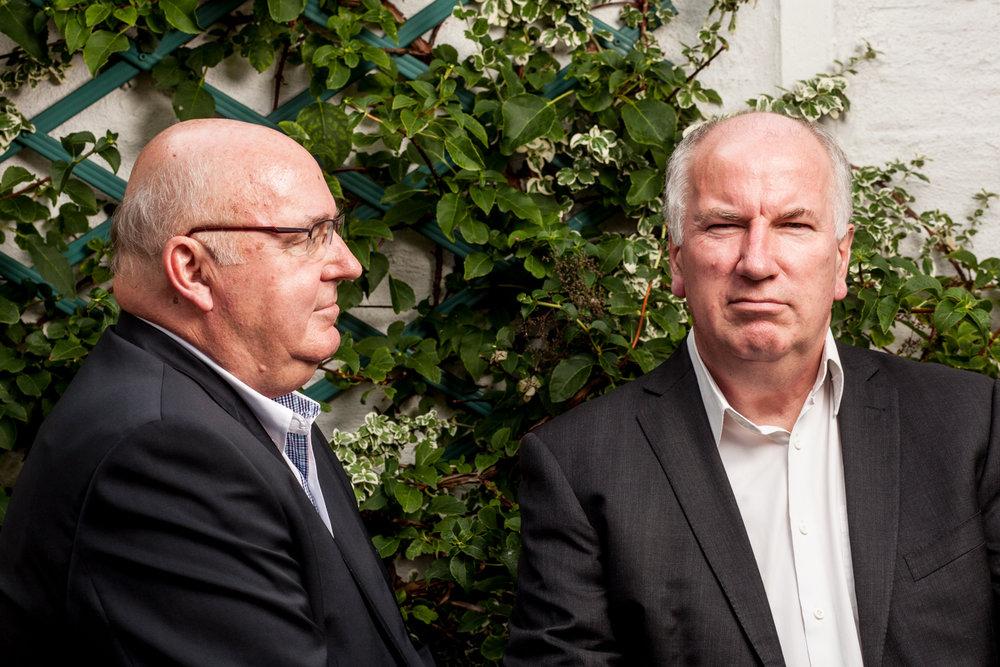 """Les frères Alain, et Eric Bocquet. L'un est député, l'autre est sénateur. Ils ont co-écrit """"Sans Domicile Fisc"""", un ouvrage enquêtant sur le phénomène de l'évasion fiscale. Publié dans L'Humanité Dimanche"""