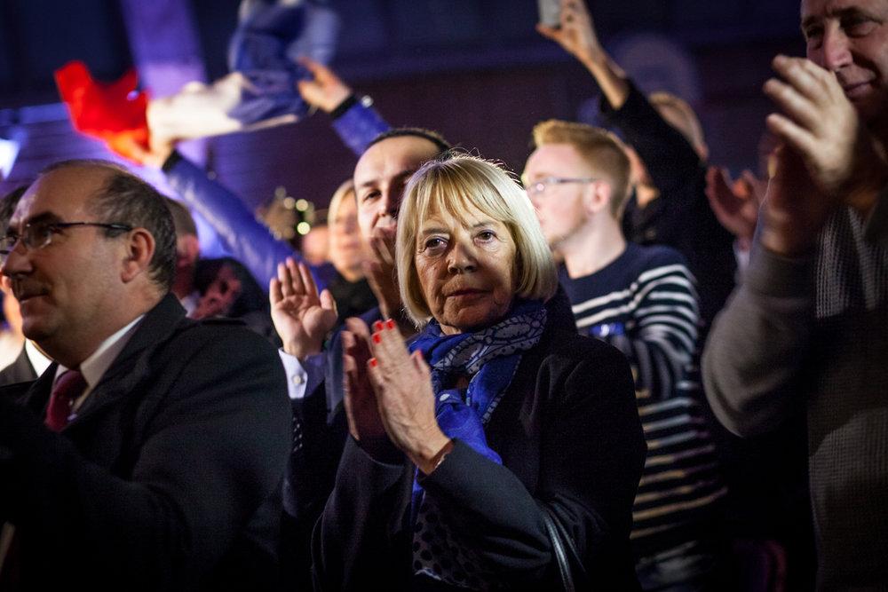 Une militante du Front National. Soirée électorale du FN à Hénin-Beaumont, le soir du premier tour des régionales 2015.